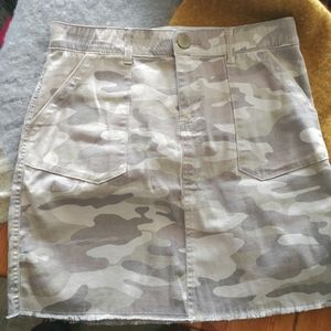 "Democracy ""Ab"" solution camo print skirt size 4"